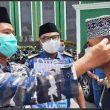 Lanal dan KSOP Ternate Bagikan Ribuan Masker ke Jemaah Almunawar
