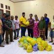 Jelang Idul Fitri, Anggota DPRD Halmahera Tengah, Aswar Salim Bagi Ratusan Paket Sembako