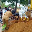 Foto: Proses Pemakaman Jenazah Mantan Wali Kota Ternate