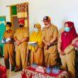 BPBD Kepulauan Sula Serahkan Bantuan Seragam di Mangoli